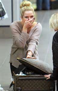 Misses K Fed Breaks In Tears by Helen Flanagan Breaks In Tears At The Airport After