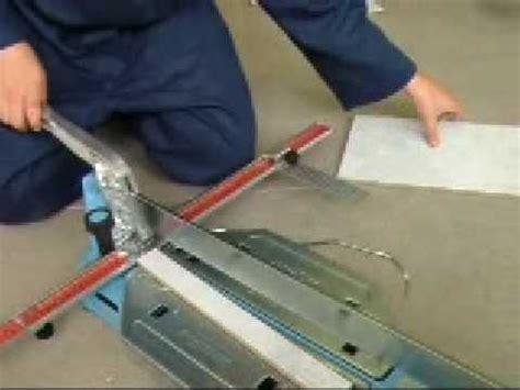 taglio piastrelle gres taglio di piastrelle in gres porcellanato a 90 176 con
