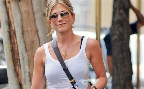 Jennifer Lawrence Caught Braless Flashes Nipple Poke Jennifer Aniston Pokies In New York The Nip Slip