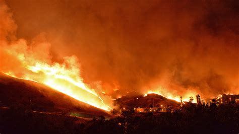 wildfire at wildfire in california is now 1 700 acres closes highway