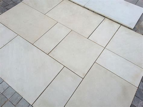 White Paving Stones White Mint Sawn And Honed Sandstone World Of Stones