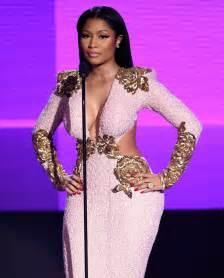 Nicki Wardrobe Pictures by Nicki Minaj Throws Security Guard S Phone During