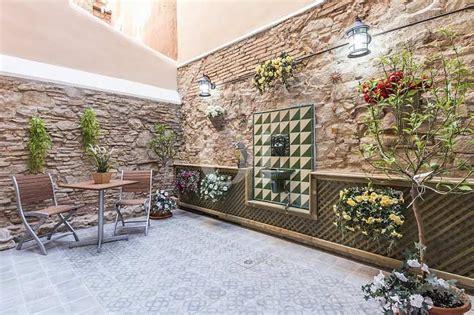 pisos reformados barcelona piso reformado a 200 metros del mercat de sant antoni