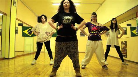 tutorial dance lmfao tutorial dance flash mob sexy and i know it lmfao piazza