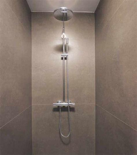 bordüre fliesen badezimmer badezimmer ideen naturstein badezimmer ideen