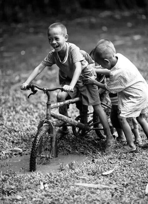 fotos en blanco y negro niños ni 241 os jugando blanco y negro sepia pinterest