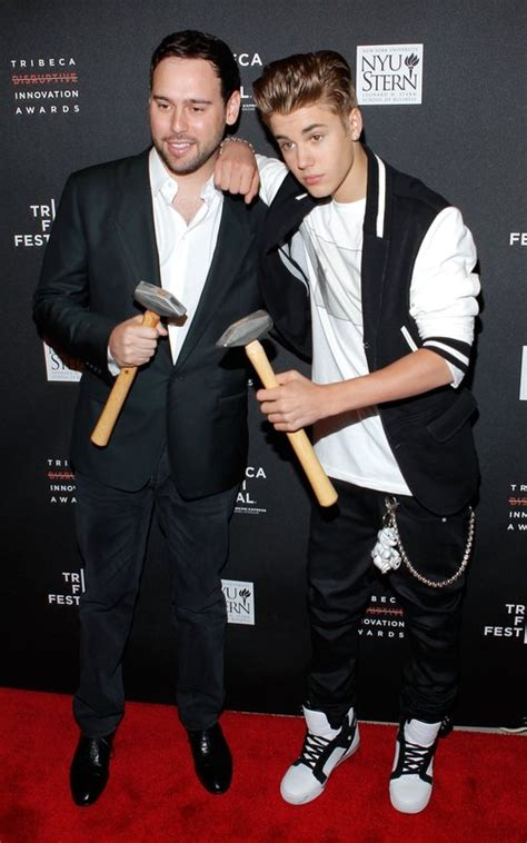 justin bieber on grammys 2013 scooter braun hits out at justin bieber grammy awards 2013
