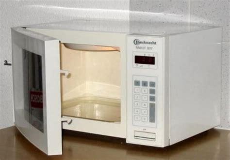Oven Atau Microwave mengapa anda tidak boleh memasukkan logam ke dalam microwave