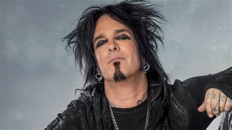 nikki sixx recovering from hip replacement surgery