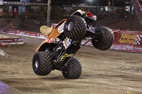 monster mutt monster truck monster mutt monster truck bing images