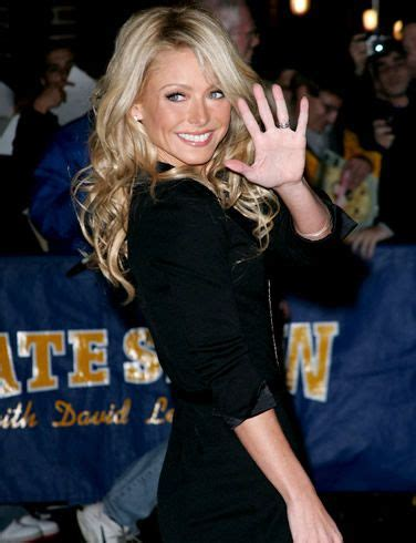 kelly ripa with curls kelly ripa style celebrities pinterest her hair