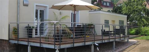 terrasse glasgeländer terrasse aus stahlkonstruktion holz terrasse gel nder