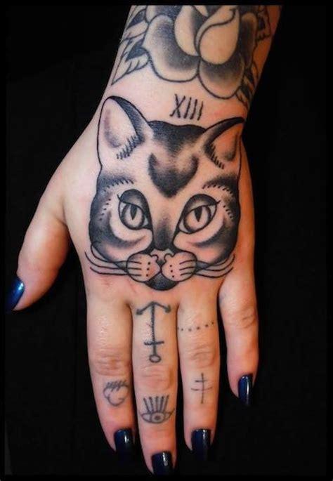 tattoo hand cat cat hand tattoo tattoos i love pinterest hand