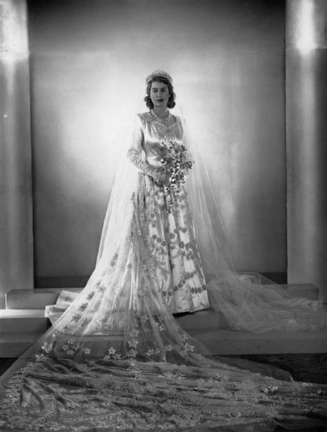 hochzeitskleid queen elizabeth wedding dress portrait of princess elizabeth of england
