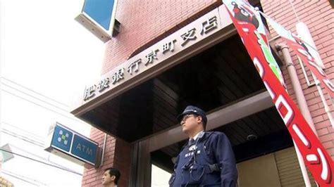 Pisau Nakayama perok nekat beraksi di bank higo depan pos polisi