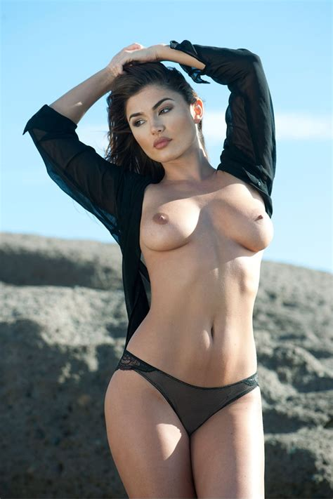 India Reynolds Sexy Topless Page Photos