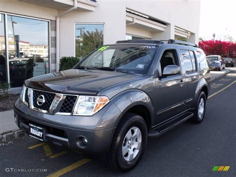 grey nissan pathfinder 2005 gray metallic nissan pathfinder se 4x4