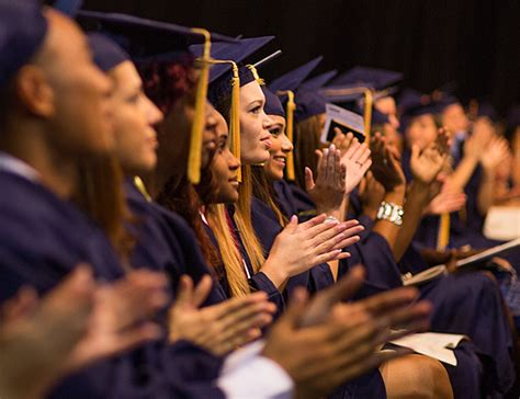 Usf Mba Fall Schedule by Fall Commencement Celebrates Excellence Biznews
