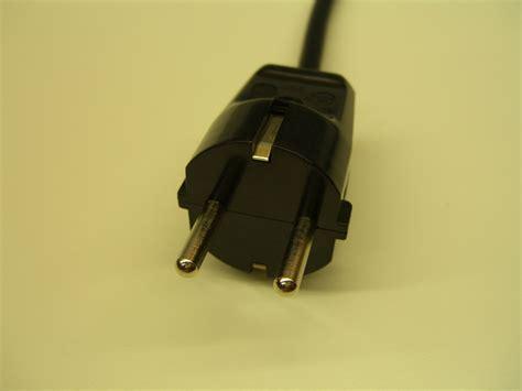 wandle mit kabel und stecker schuko stecker anschliessen reparieren elektricks