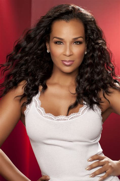 lisa raye hair line on the cover lisa raye covers upscale magazine a day in