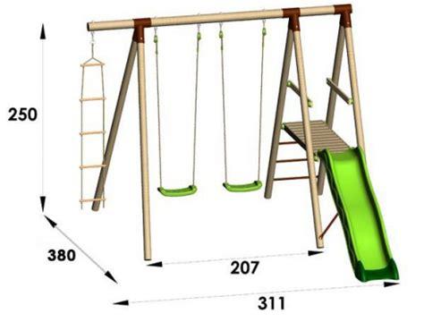 balancoire en bois avec toboggan station de jeux bois 2 50 m toboggan trigano 4 enfants