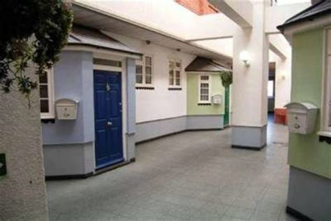1 bedroom flat to rent in grays flat to rent 1 bedrooms flat rm17 property estate