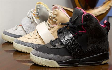 Harga Nike Air Yeezy jual sneakers harga cuci gudang