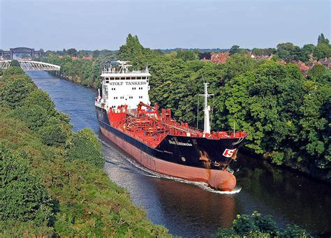 boat link shipping file tanker ship canal jpg wikimedia commons