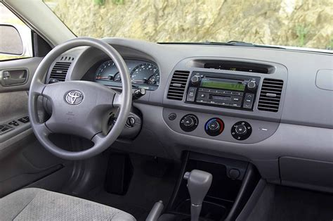 2005 toyota camry interior 2005 toyota camry le interior motor trend