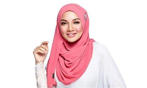 neelofa hijab 3 minit dilancarkan tudung neelofa terjual rm1 3juta
