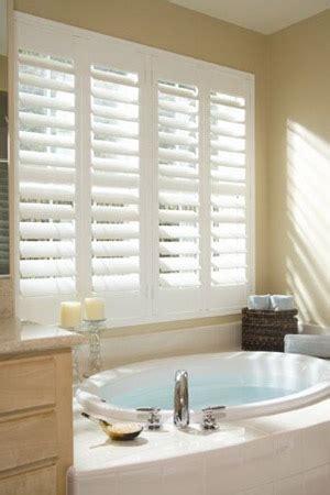 bathroom blind ideas persiennes style plantation pour fen 234 tre persiennes en
