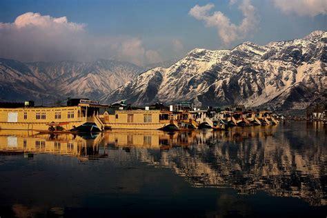 houseboat dal lake srinagar houseboats in dal lake where royalty meets comfort