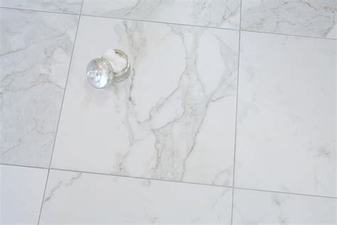 Looks Like Marble Really Porcelain Tile In This Bathroom | the porcelain tile that looks like marble which offers the