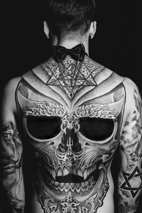 skull back tattoos style icon stephen the vandallist