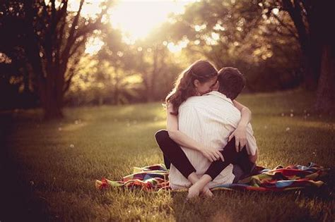 wallpaper couple with status hug day romantic sms quotes images messages whastapp