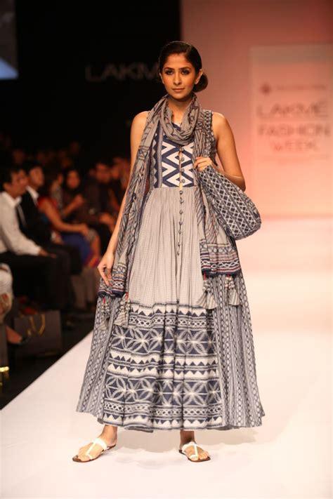 At571 Fashion 975 1 vrisa by rahul n shikha vrisa by rahul n shikha ethnic indian fashion and