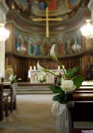 decoracion de iglesia para boda religiosa elegantes y preciosos arreglos florales para boda religiosa
