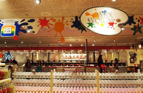Yankee Candle Factory Tour Deerfield Ma by The Yankee Candle Store In South Deerfield