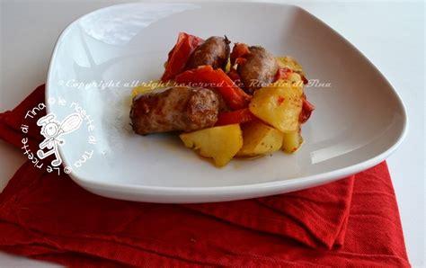 come cucinare la salsiccia al forno salsiccia con peperoni e patate al forno
