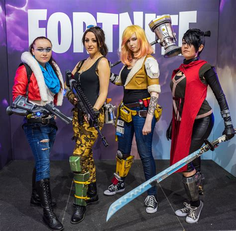 fortnite who made it file fortnite cosplayers at gamescom 2017 3 jpg