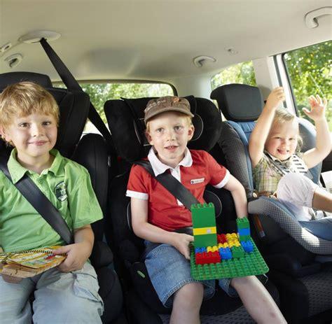 Kinder Im Auto Transportieren sicher mit gurt und sitz ratgeber kinder im auto