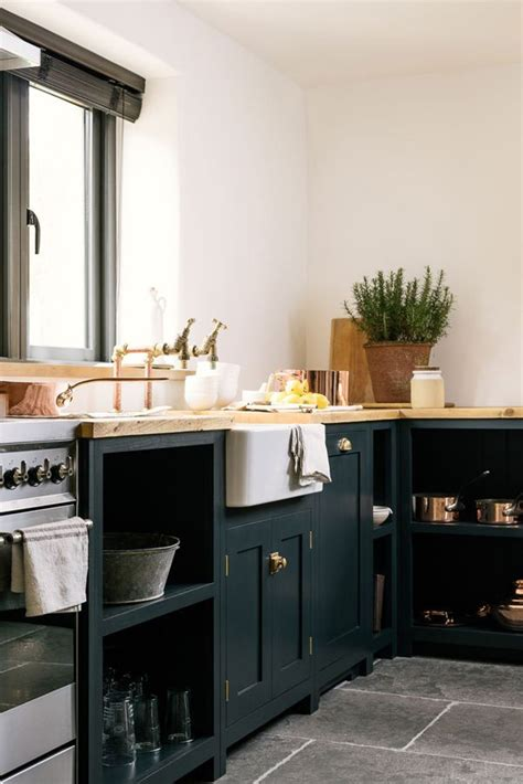 dark shaker kitchen cabinets best 25 shaker style ideas on pinterest built ins built in cabinets and built in shelves