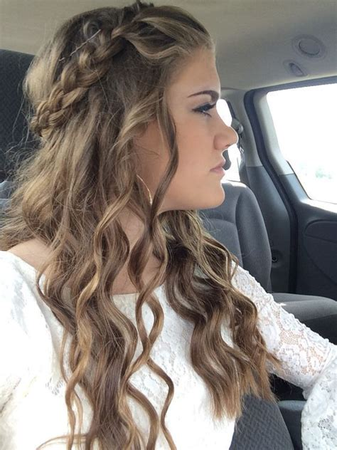 Hairstyles For Homecoming by Best 25 Simple Homecoming Hairstyles Ideas On