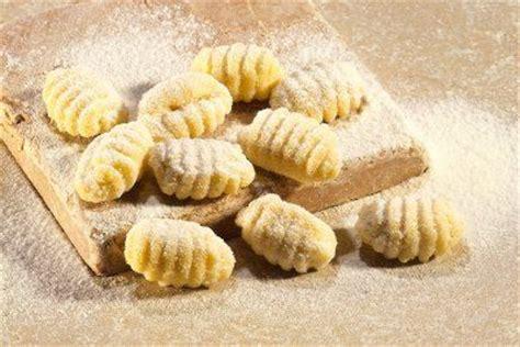 come cucinare i gnocchi di patate come cucinare la pasta i trucchi per avere una cottura