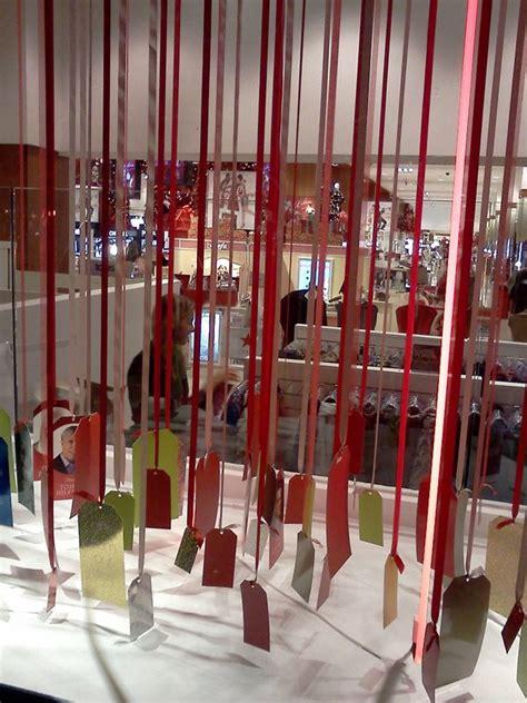 hanging photo display holiday windows inspire holiday display ask harriete