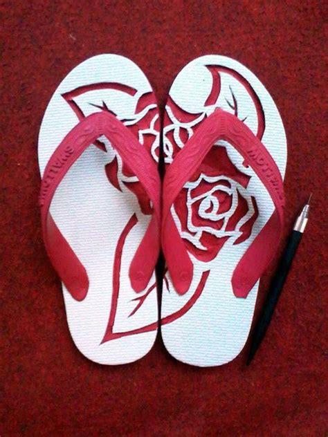 motif ukiran   jadi seni sandal jepit ukir