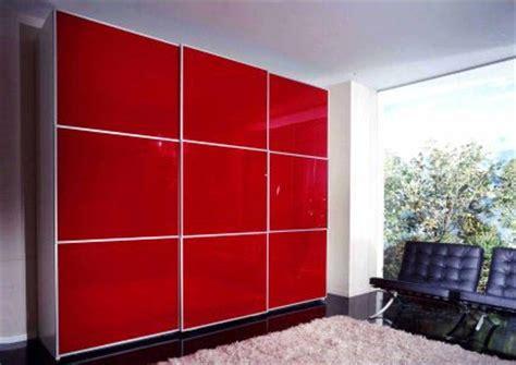 armadio rosso arredare con l elemento legno casa therapy