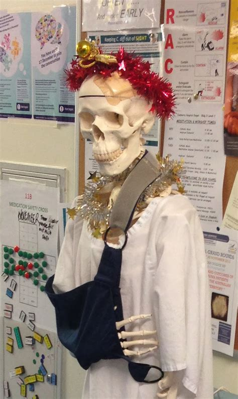 hospital christmas decorations  show medical staff    creative people