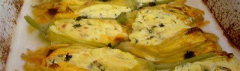 pasta fiori di zucca e ricotta ricetta fiori di zucca con ricotta su salsina di peperoni