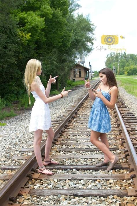 pictures to take with your sister at the beach cute pin by sonia sawyer on best friend photos pinterest